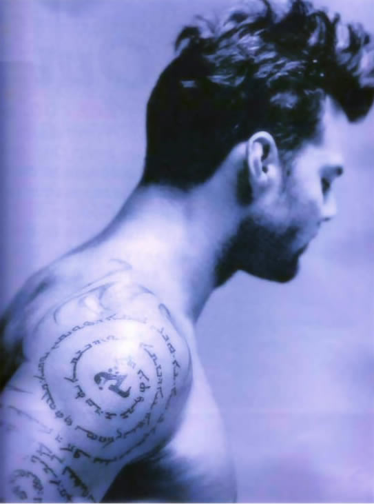 Ricky Martin .... take a look at his tattoos!!!  (6/6)