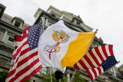 The Flag of Vatican City (Papal flag) flies next to American flags along West Executive Avenue near the White House in Washington, Monday, Sept. 21, 2015, the day before Pope Francis arrives. (AP Photo/Andrew Harnik)