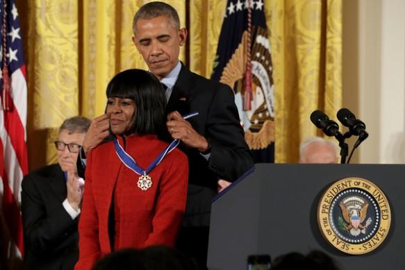 Obama+Honors+21+Americans+Presidential+Medal+_LYemZJHMe6l.jpg